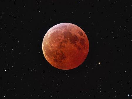 Затмение Луны и звезды
